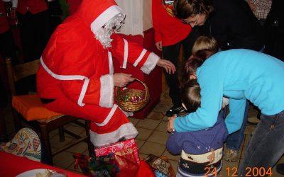 C'était en 2004, 12 ans déjà !  Nous avons retrouvé des photos de familles venues passer le réveillon de Noël à l'Hôtel !